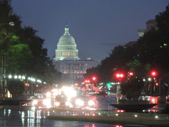 U.S. Capitol: El Capitolio de noche