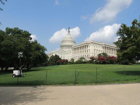 U.S. Capitol: El Capitolio - Vista lateral