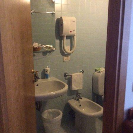 Hotel Bonifacio: Toilette - Room 4