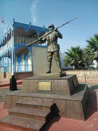 Callao, Perú: Estatua al soldado desconocido