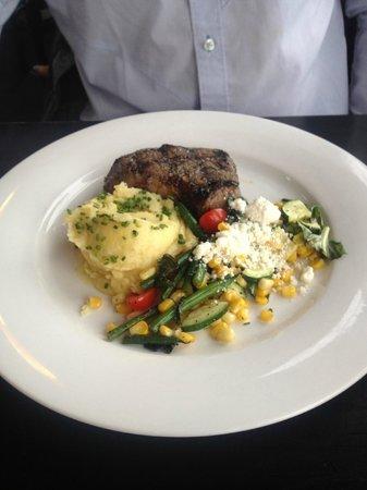 Earl's Restaurant: Steak dinner