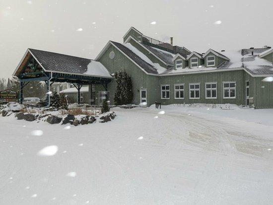 Cedar Meadows Resort & Spa: Main entrance