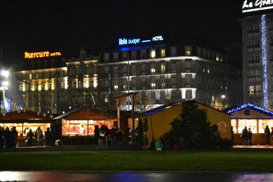 Marché De Noel Strasbourg Hotel.Marché De Noël Devant La Gare Picture Of Christmas Market