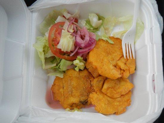 La Parrilla Rotisserie & Grill: salad & tostone