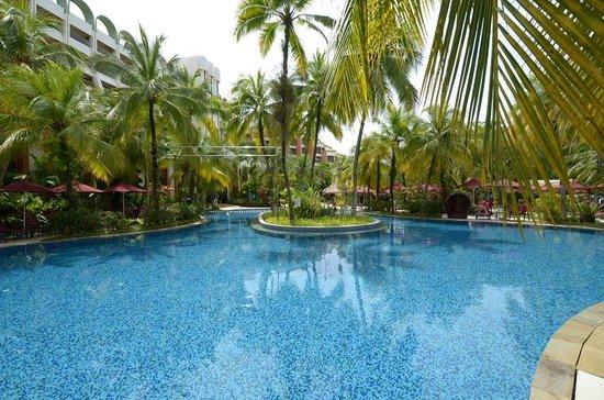 PARKROYAL Penang Resort, Malaysia: great pool