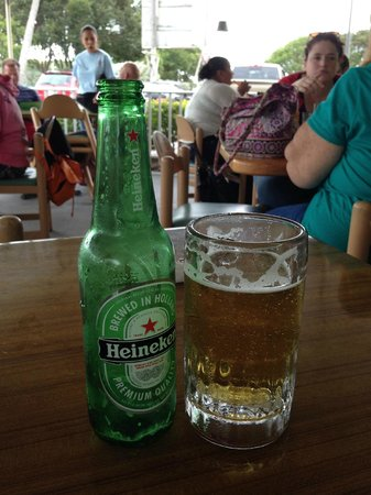Evelyn's Restaurant: Beer on the patio!