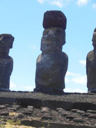 Ahu Tongariki: el unico con tocado / sombrero