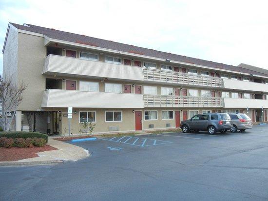 Fair View Inn & Suites : Front Exterior