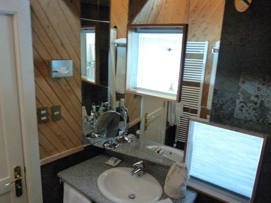 explora Patagonia: Banheiro - Pia