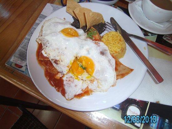 Le Petit Paris: Chilaquiles and Eggs!