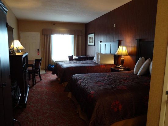 Castle Inn and Suites : Room 421, room for a desk AND a table (think breakfast!)