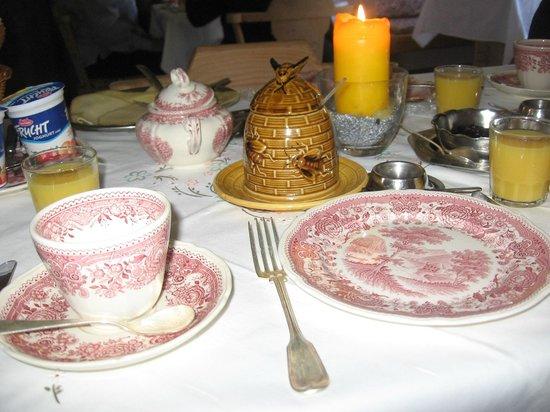 Gästehaus Weiher Bed & Breakfast: Café da manhã