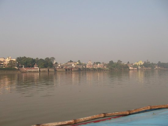 Far Bank view on the boat to Belur Math from Dakshineshwar