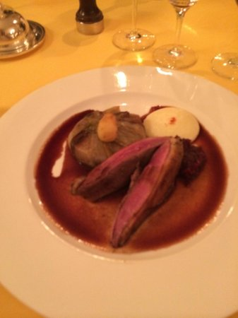 Château de Noirieux : duck breast with confit and red cabbage
