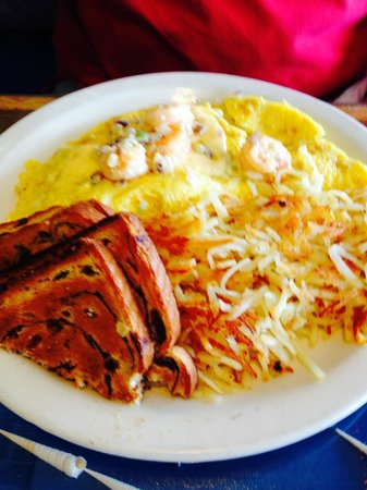 Sanibel Cafe : Sanibel omlet with hashbrowns and toast