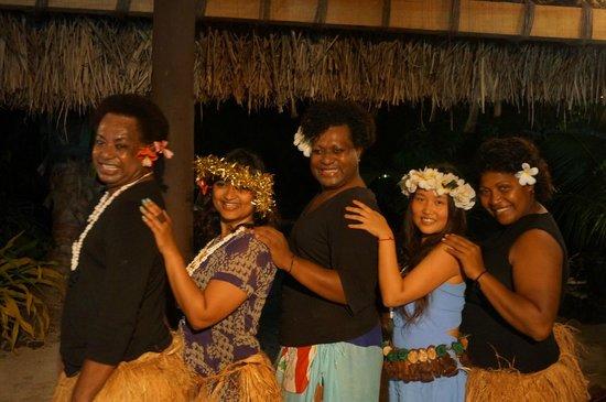 Navutu Stars Fiji Hotel & Resort: Amazon Queens Dance! Amazing!
