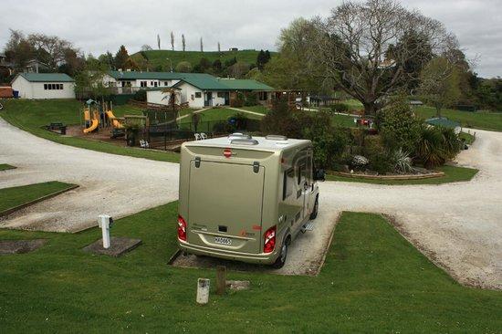 Waitomo Top 10 Holiday Park: Nice ground area