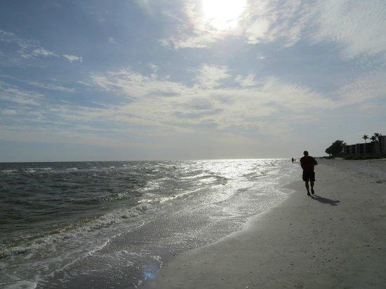 Sundial Beach Resort & Spa: Beautiful white sand beach