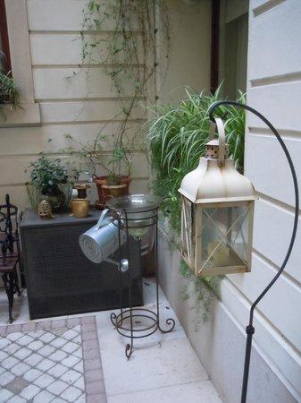 B&B Corte delle Pigne: The courtyard