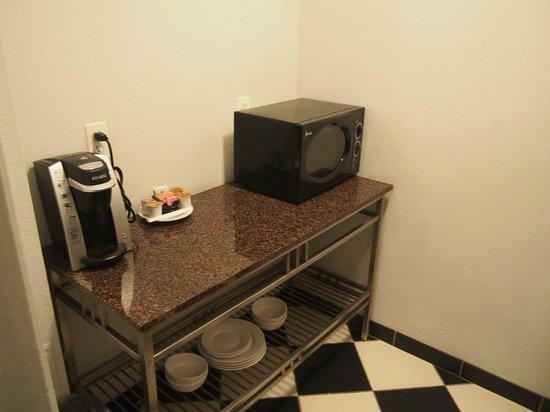 Kimpton Carlyle Hotel : Kitchenette