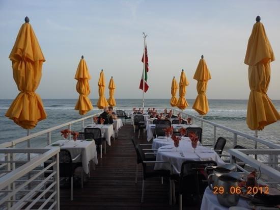 The Lighthouse Restaurant : dock set, for sunset dinner