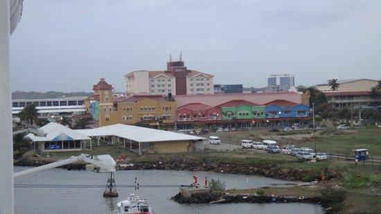 Radisson Colon 2000 Hotel & Casino: Vista hotel e centro comercial adjacente