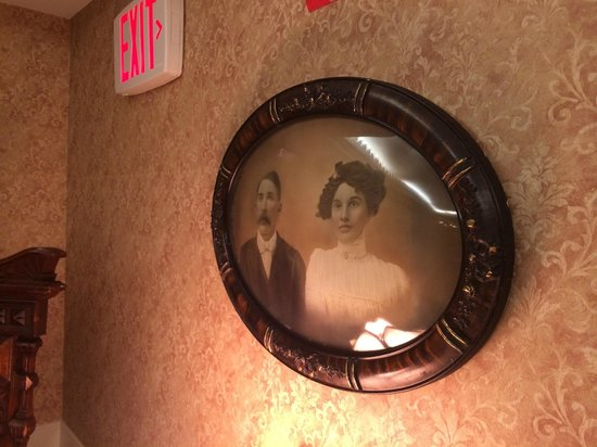 Boardwalk Plaza Hotel: Freaky old photos and  decor