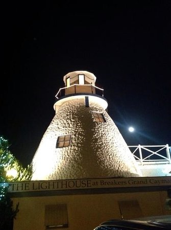 Lighthouse at Breakers: lighthouse restaurant with full moon, magic