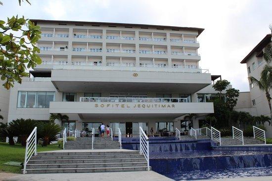 Sofitel Guarujá Jequitimar : Beach view of the hotel