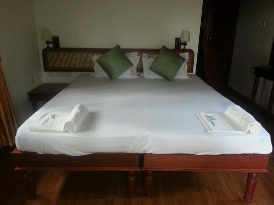 Rajadhani Fifth Season Beach Resort: Comfortable bed