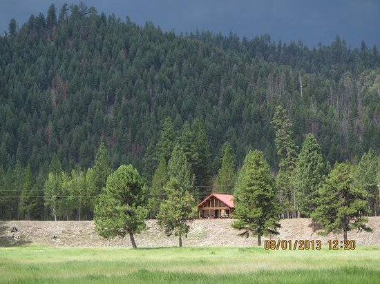 Alta Ranch: Cottonwood Cabin, Very comfortable for the six of us. We cooked on the grill on the evenings.
