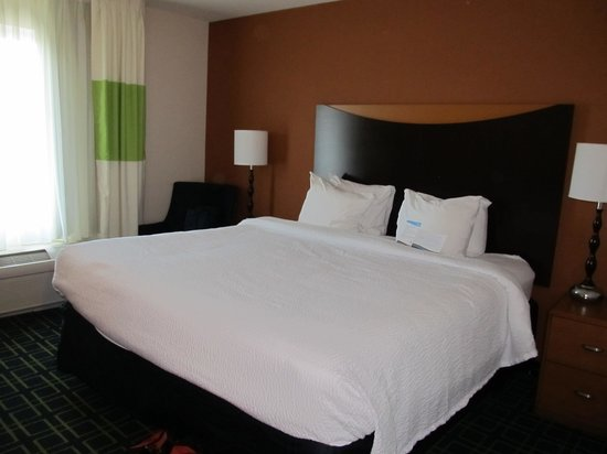 Fairfield Inn & Suites Kingsland : Room 326- King Size Bed