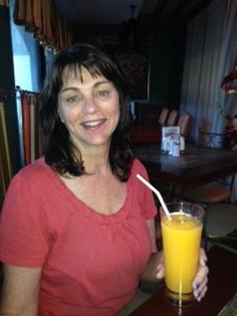 Cottage Kitchen Cafe : The best Mango Shake ever!