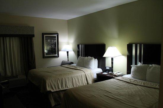 Sleep Inn & Suites: Queen Bed Layout