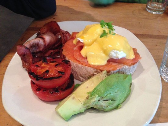 The Boyz 4 Breakie: Eggs Benedict with smoked salmon, extra bacon, avocado and tomatoes. Yum!! Only suggestion - the