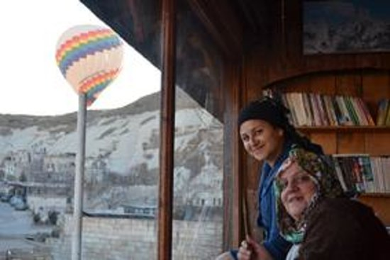 Panoramic Cave Hotel : Friendly staff and balloons!