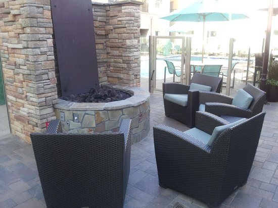 Residence Inn San Diego Carlsbad: Relaxing firepit at the Residence Inn
