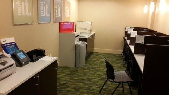 San Francisco Marriott Marquis: Fedex y lugar para utilizacion de computadoras, scanner e impresoras