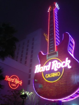 Hard Rock Hotel & Casino Biloxi: View from front lawn / new construction in rear