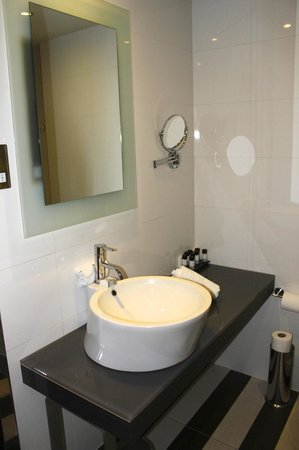 The House Hotel: Bathroom sink