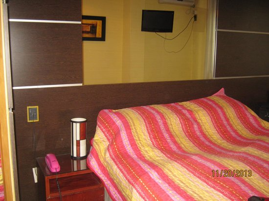 Hotel Iberia : Habitación