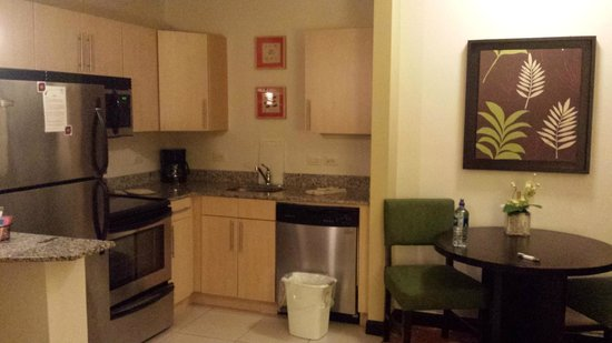 Residence Inn San Jose Escazu: Room Kitchen