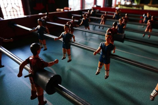 Sanlitun Huatong International Youth Hostel: foosball
