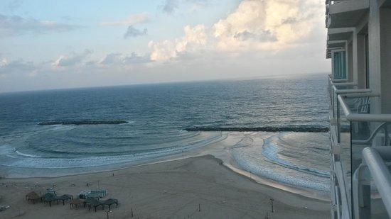 Crowne Plaza Tel Aviv Beach: A balcony