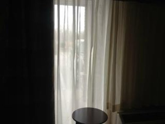 Clarion Inn Michigan City: Floor to ceiling window that only had sheers to cover and looked right in to our bed.