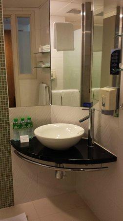 Holiday Inn Express Hong Kong Causeway Bay : Wash Basin
