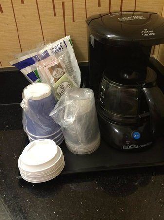 Holiday Inn Express Charleston - Civic Center : Coffee and cups