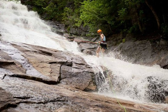 Northeast Mountaineering - Day Tours : Waterfall Rappelling