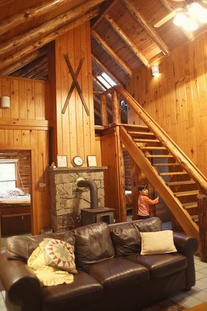 Cheat River Lodge and Riverside Cabins: We loved the cozy feel of Big Poplar