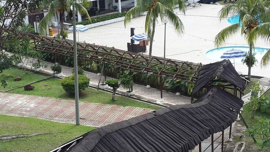"Port Dickson Golf & Country Club : ""roof walkaway"" to pool but...there is no roof"